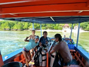 Professional and fun dive staff at Bunaken Cha Cha—Caroline Helbig