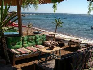 Comfy apres-diving spots.Photo credit: Lia Haramlik