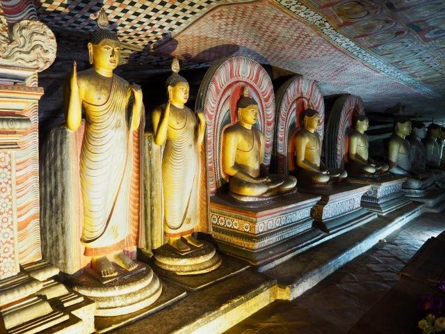 Sri Lanka's magnificent cave temples: Dambulla and Mulkirigala